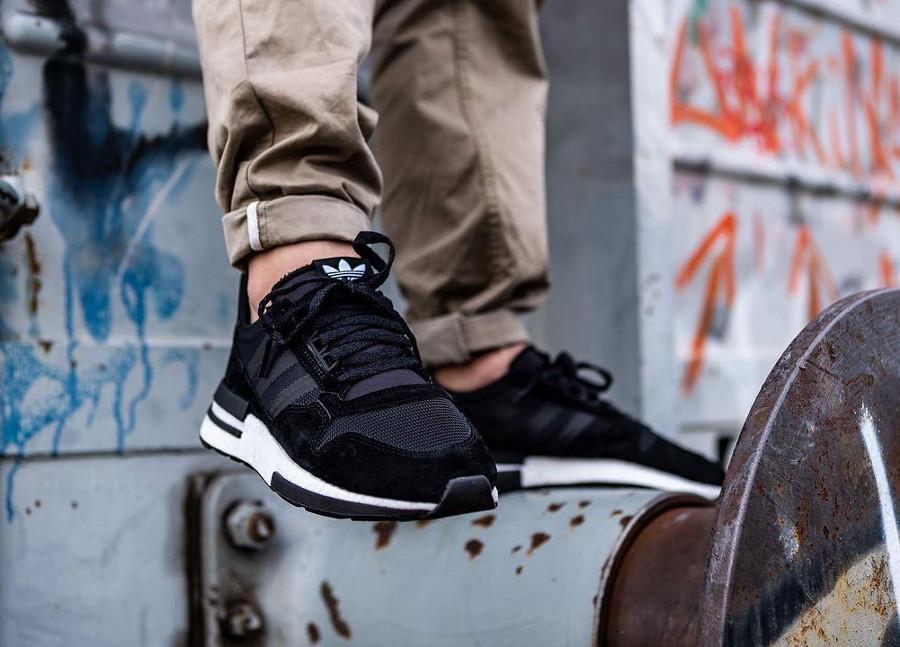 adidas-zx500-rm-noire-et-blanche-aux-pieds-B42227 (4)