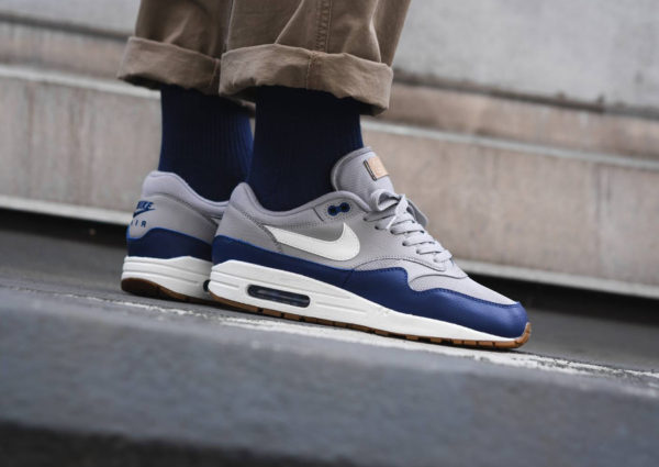 air-max-one-atmosphere-grey-sail-deep-royal-blue (4)