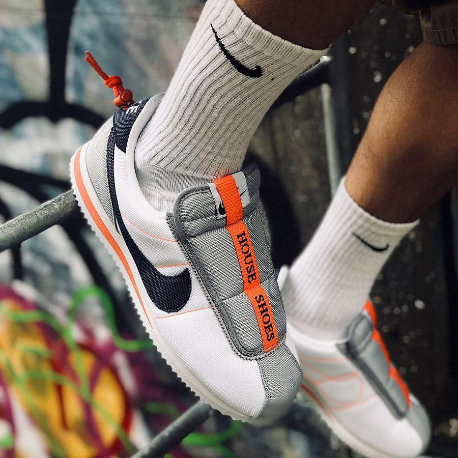 nike-kendrick-lamar-basic-slip-white-wolf-grey-blue-orange-AV2950-100 (2)