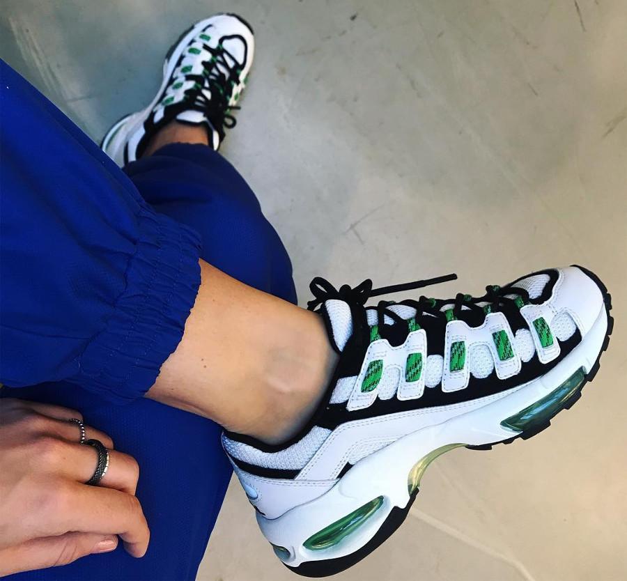 puma-cell-endura-blanc-et-vert-fluo-on-feet-369357-01 (3)