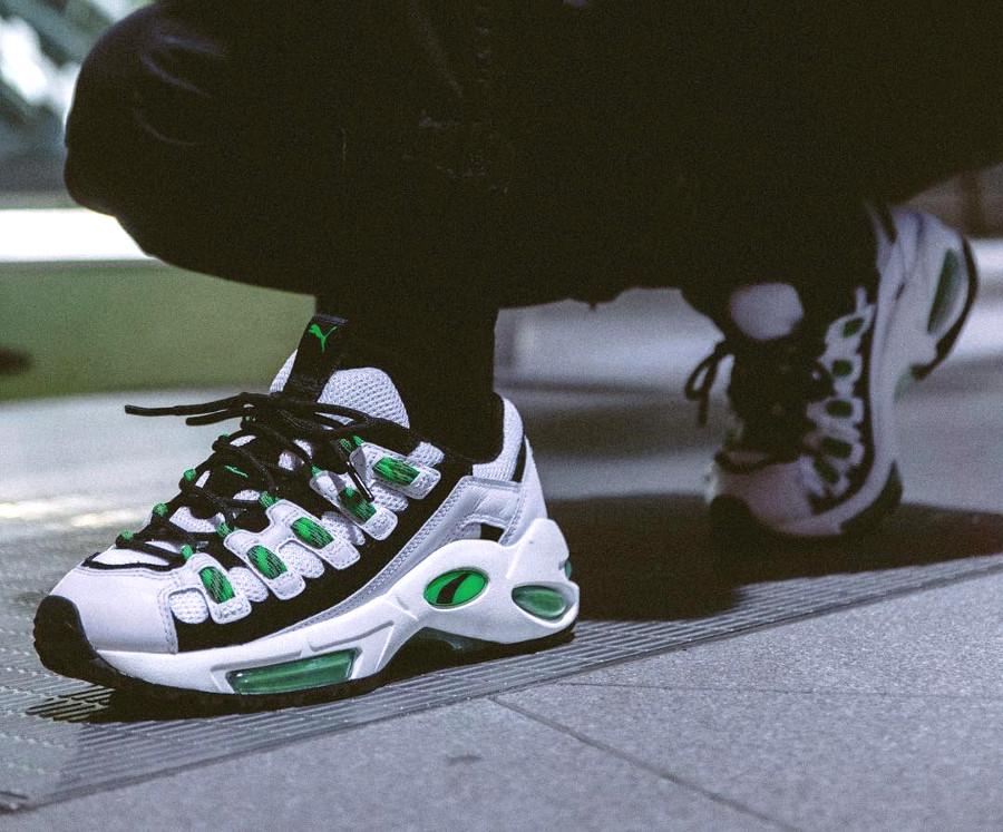 puma-cell-endura-blanc-et-vert-fluo-on-feet-369357-01 (4)