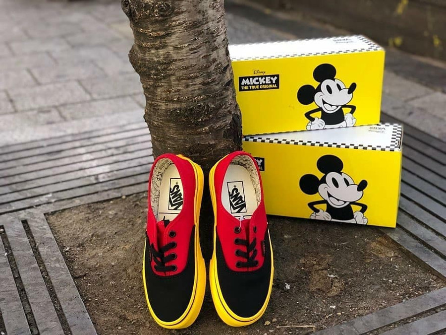 vans-authentic-disney-mickey-mouse-noire-rouge-et-fluo