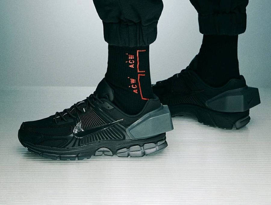 A-Cold-Wall x Nike Zoom Vomero +5 noire Black Reflect Silver (1)
