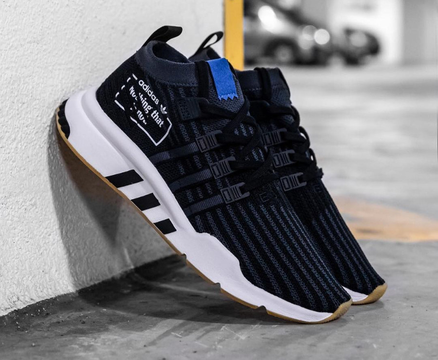 Adidas EQT Support ADV Mid PK noire et bleue on feet (B37413)