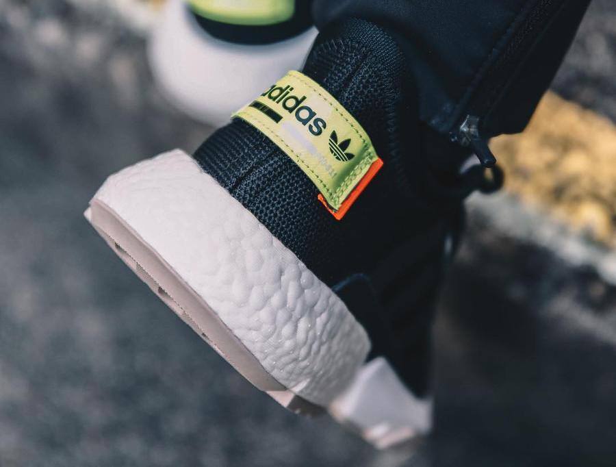 Adidas Point of Deflection noire et fluo avec kanji (1-1)