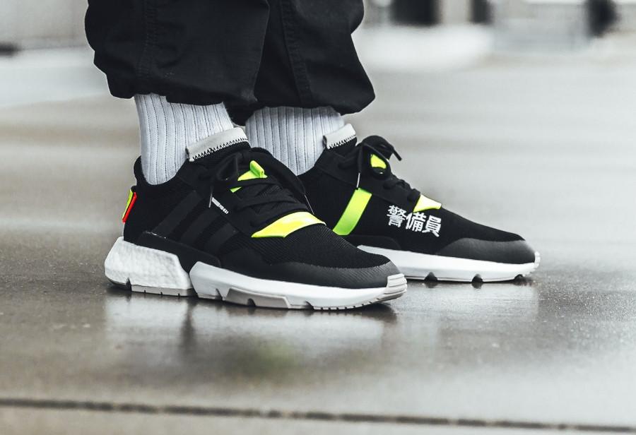 Adidas Point of Deflection noire et fluo avec kanji (4)