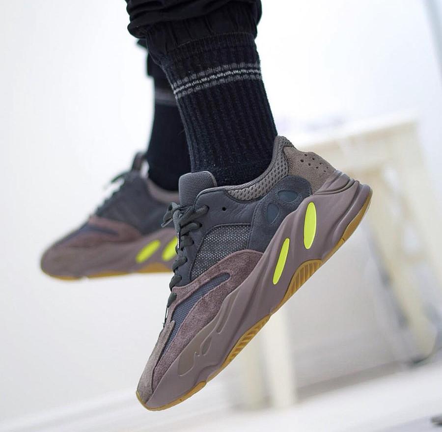 Adidas Yeezy 700 Mauve - @walksonheat