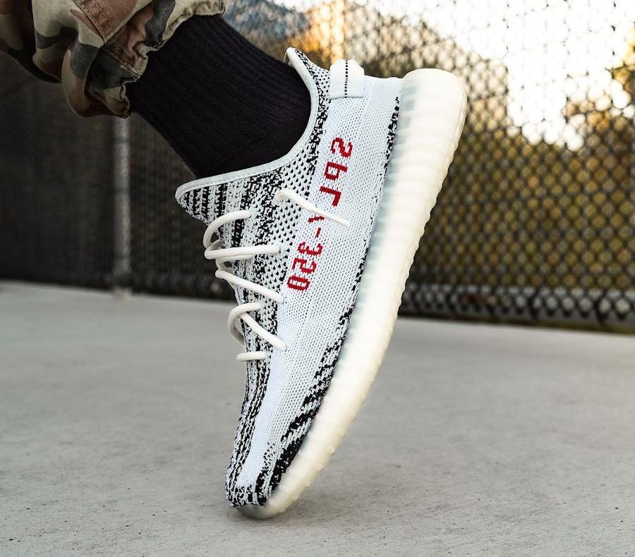 Adidas Yezzi blanche avec des rayures noires (3)
