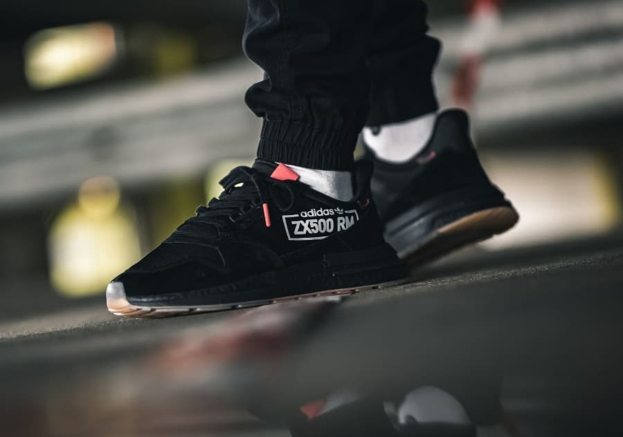 Adidas ZX 500 RM Boost Alphatype noire on feet (BB7443)