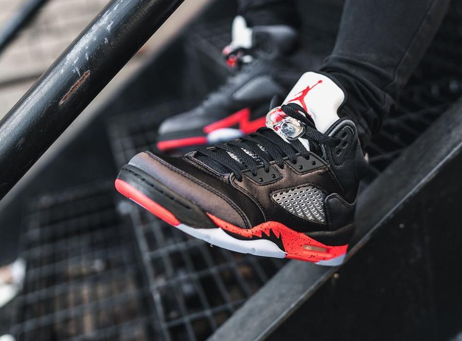 Air Jordan 5 Retro Satin Bred University Red aux pieds (2)