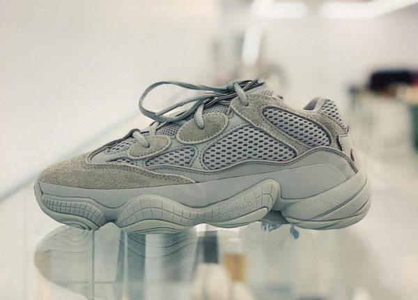 Avis] Que vaut la Adidas Yeezy 500 Desert Rat grise 'Salt' ?