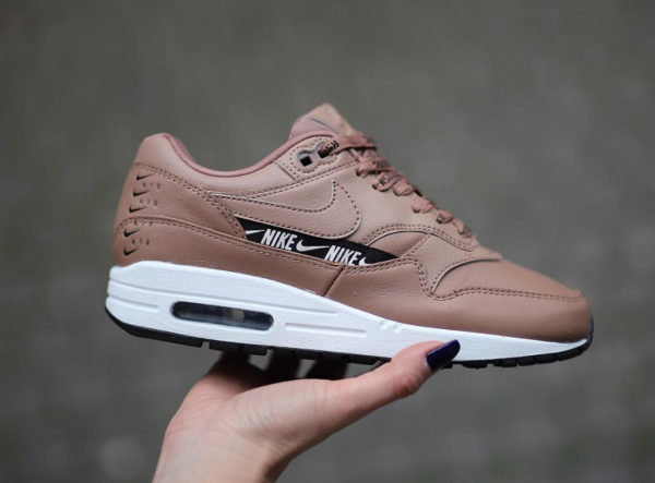 Nike Nike Air Max 1 SE Overbranded beige femme Chaussures