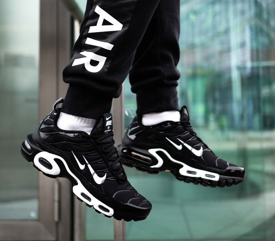 Nike Air Max Plus TN noire Black White Double Swoosh (4)