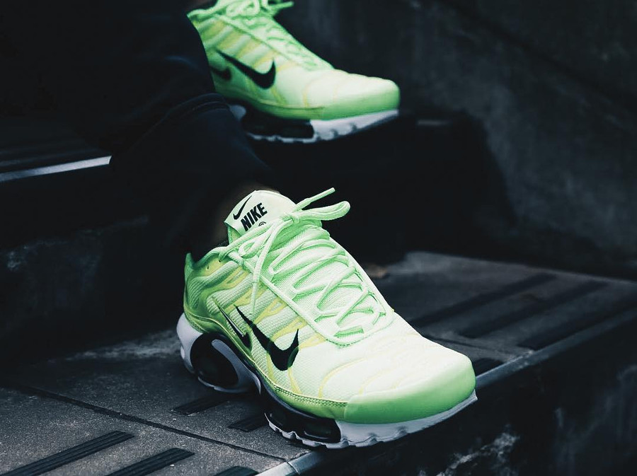 Nike Air Max Plus Tuned 1 fluo Blast Lime (2)