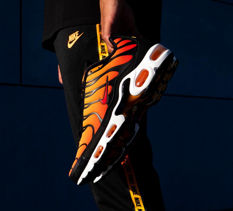 Nike Air Max Tuned 1 orange jaune et noire (2)