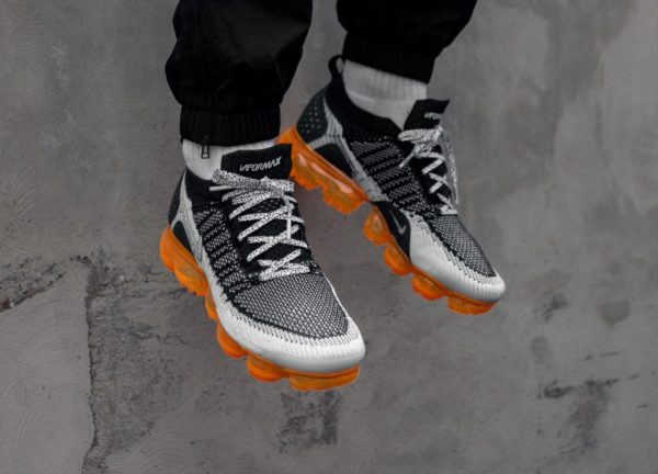 Nike Air Vapormax 2 FK Animal noire grise et orange on feet (1)