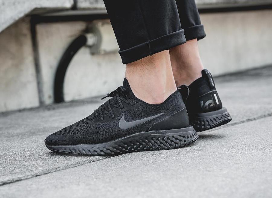 Nike Epic React Flyknit noire Triple Black pas cher