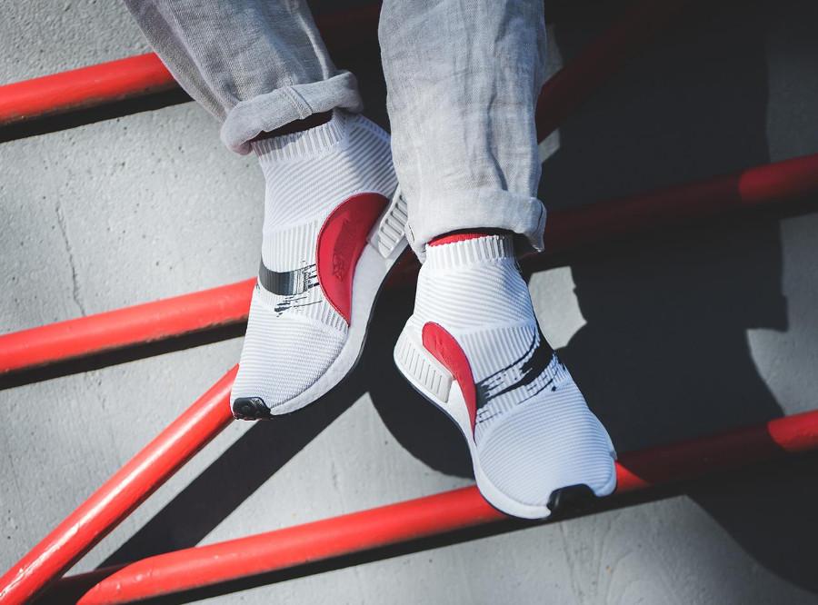 adidas-nmd-cs1-blanche-avec-un-soleil-rouge-4