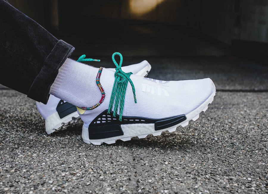 adidas-nmd-hu-pw-blanche-verte-et-orange-on-feet