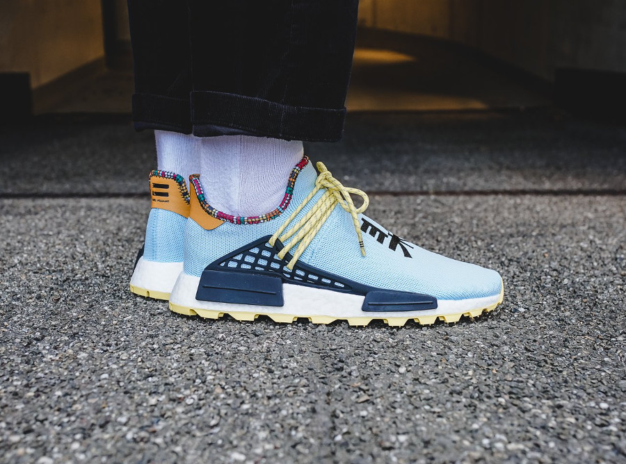 adidas-nmd-hu-pw-bleu-ciel-noire-jaune-et-orange-on-feet (1)