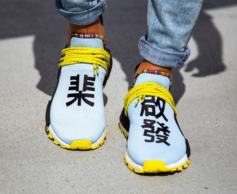 adidas-nmd-hu-pw-bleu-ciel-noire-jaune-et-orange-on-feet (2)