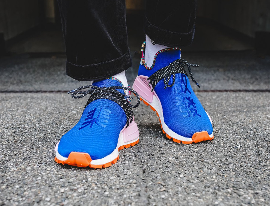 adidas-nmd-hu-pw-bleue-rose-et-orange-on-feet (2)