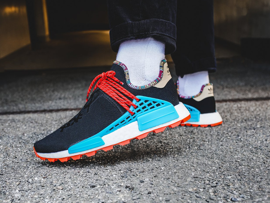 adidas-nmd-hu-pw-noire-bleue-et-orange-on-feet (1)