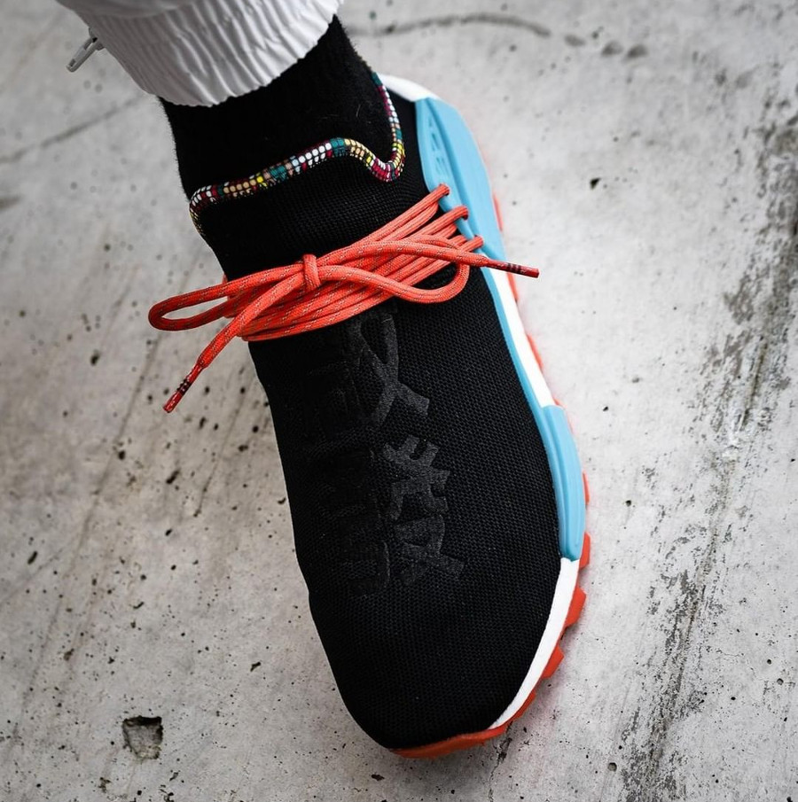 adidas-nmd-hu-pw-noire-bleue-et-orange-on-feet (2)