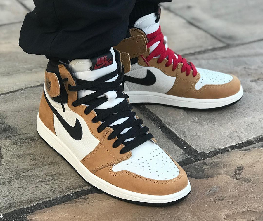 air-jordan-1-montante-golden-harvest-black-sail-on-feet
