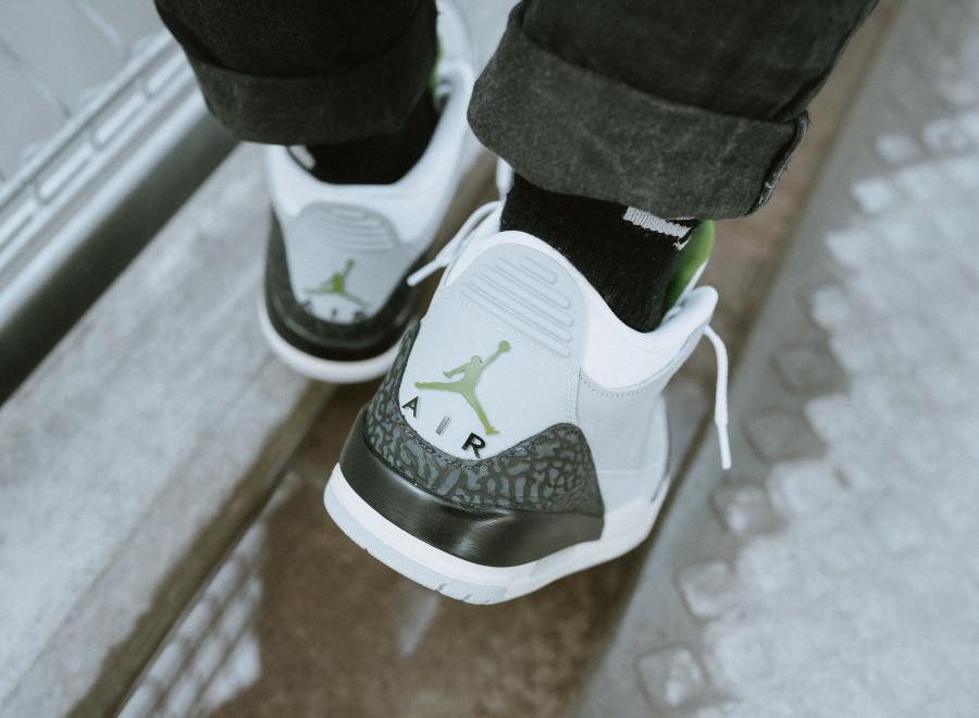 air-jordan-iii-grise-blanche-noire-et-verte-on-feet (4)