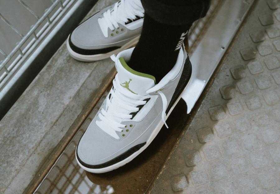 air-jordan-iii-grise-blanche-noire-et-verte-on-feet (6)