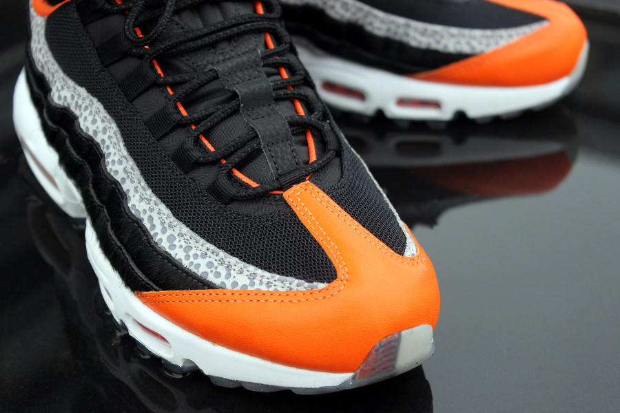 air-max-95-noire-orange-et-grise-avec-imprimé-safari (3)