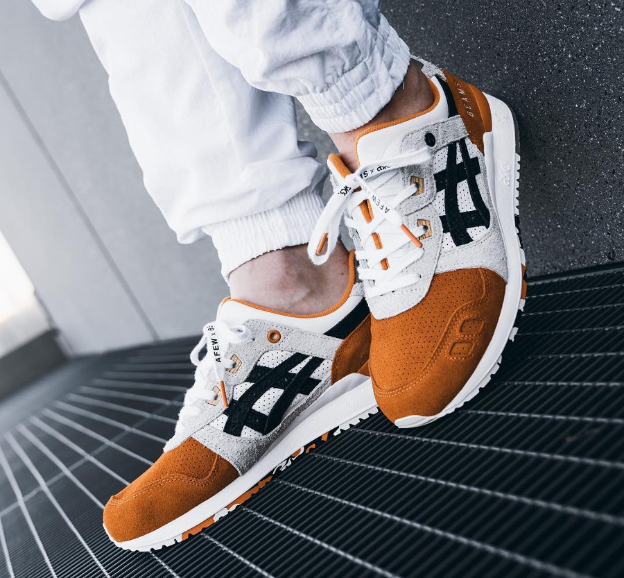 asics-gel-lyte-iii-carpe-japonaise-blanche-noire-et-orange-on-feet (3)