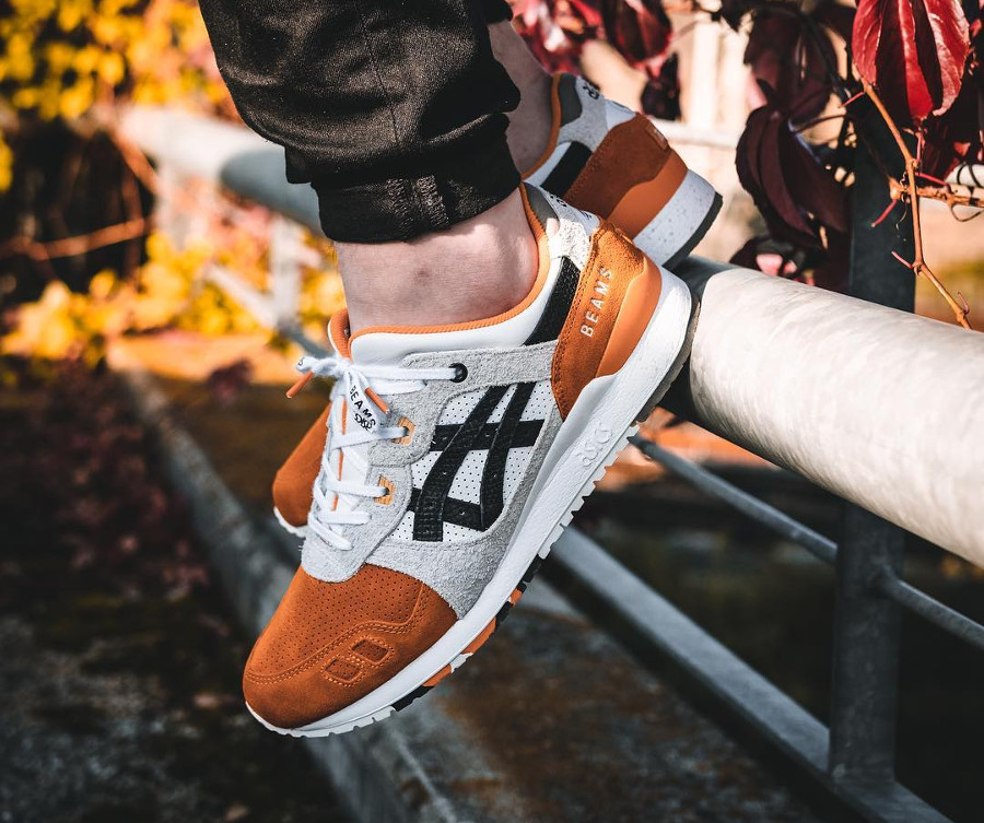 asics-gel-lyte-iii-carpe-japonaise-blanche-noire-et-orange-on-feet (5-1)
