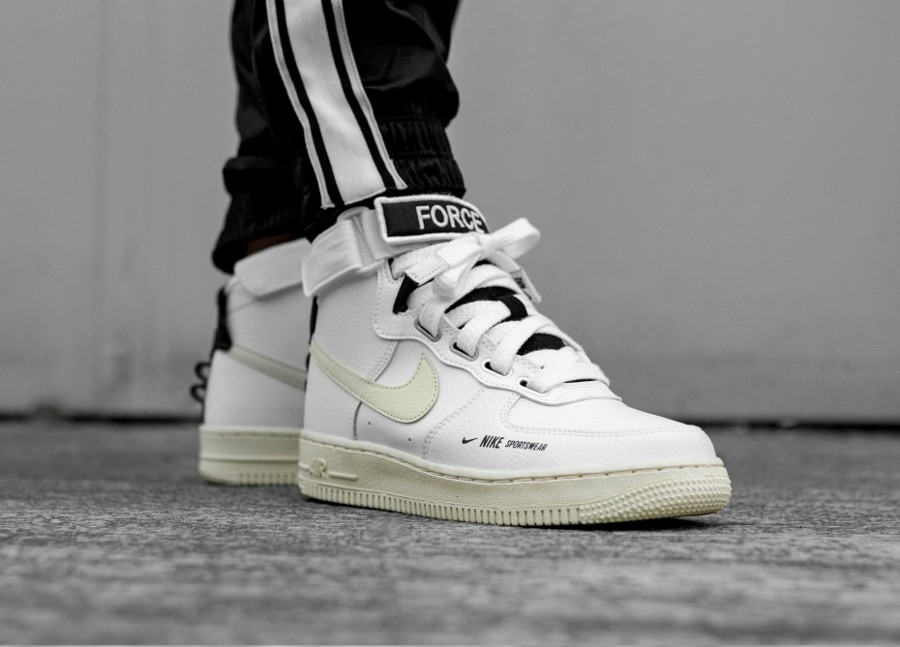 La Nike Air Force 1 High Utility Force is Female + : comment