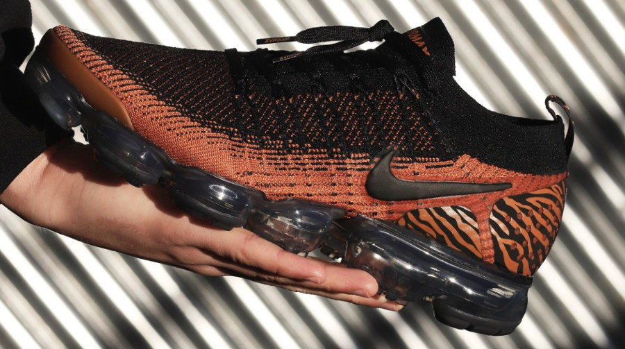 nike-air-vapormax-2-fk-tigre-orange-et-noire-Av7973-800 (3)