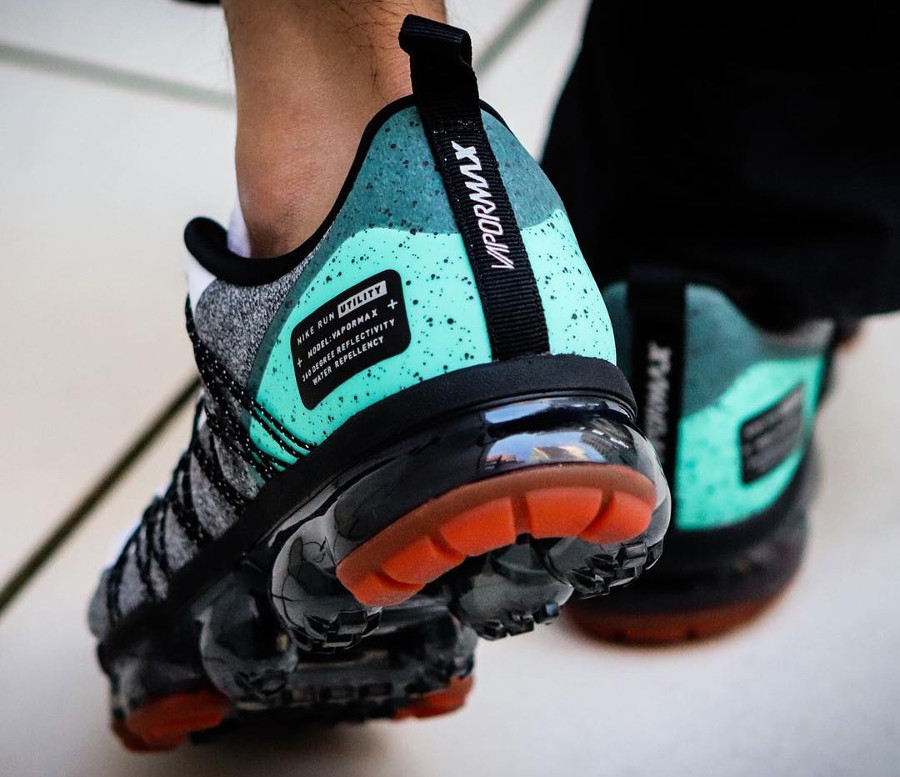 nike-air-vapormax-run-utility-blanche-grise-et-turquoise-on-feet (1)