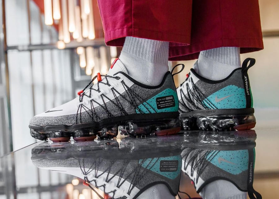 nike-air-vapormax-run-utility-blanche-grise-et-turquoise-on-feet (3)