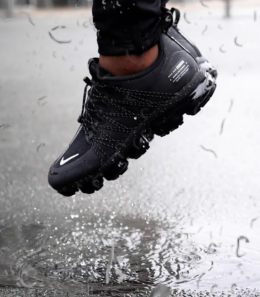 nike-air-vapormax-utility-noire-et-blanche-homme-on-feet (1)