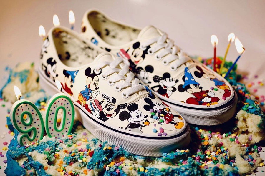 Disney x Vans Authentic 'Mickey's Birthday' (90ème anniversaire)