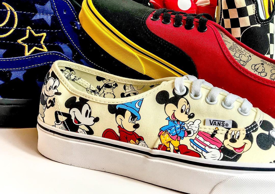 vans-authentic-print-allover-mickey-mouse-90-ans-2