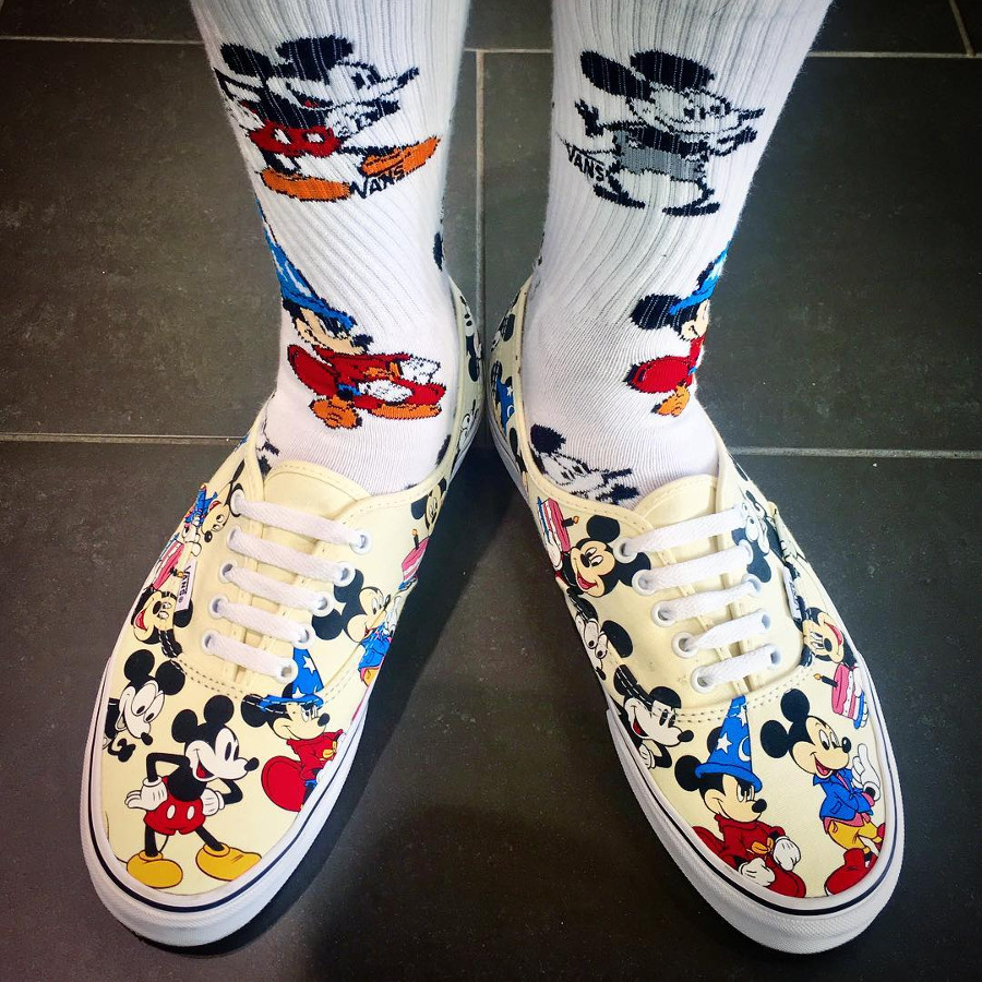 vans-authentic-print-allover-mickey-mouse-90-ans-on-feet-1