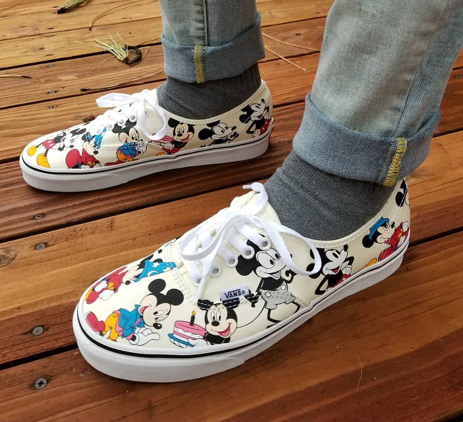 vans-authentic-print-allover-mickey-mouse-90-ans-on-feet-2