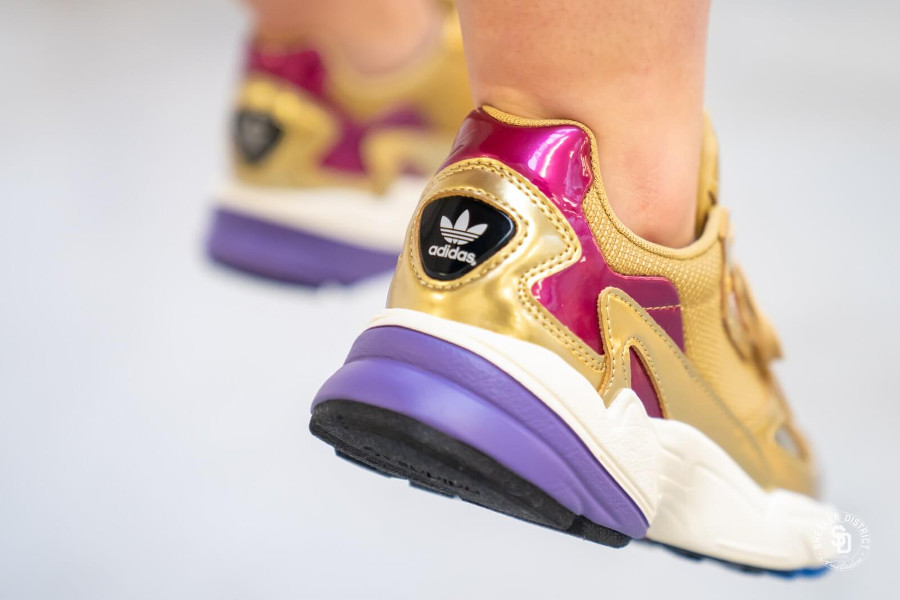 Adidas Womens Falcon Gold Met Off White (cuir métallique or et bordeaux) (1)