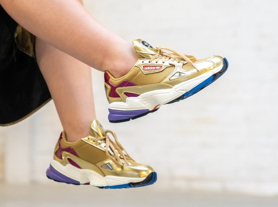 Adidas Womens Falcon Gold Met Off White (cuir métallique or et bordeaux) (2)