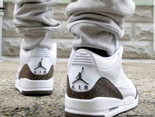 Air Jordan 3 Retro 'White Dark Mocha Chrome' 2018 (1)