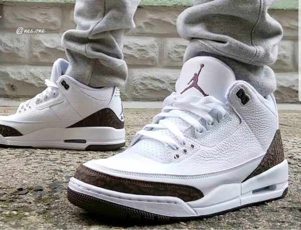 Air Jordan 3 Retro 'White Dark Mocha Chrome' 2018 (4)