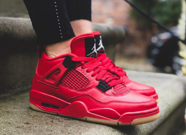 Air Jordan 4 femme Retro rouge Singles Day on feet