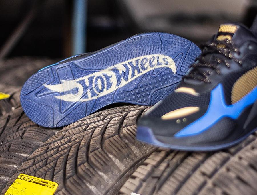 Hot Wheels x Puma RS-X Toys 16 noire et bleue (1)