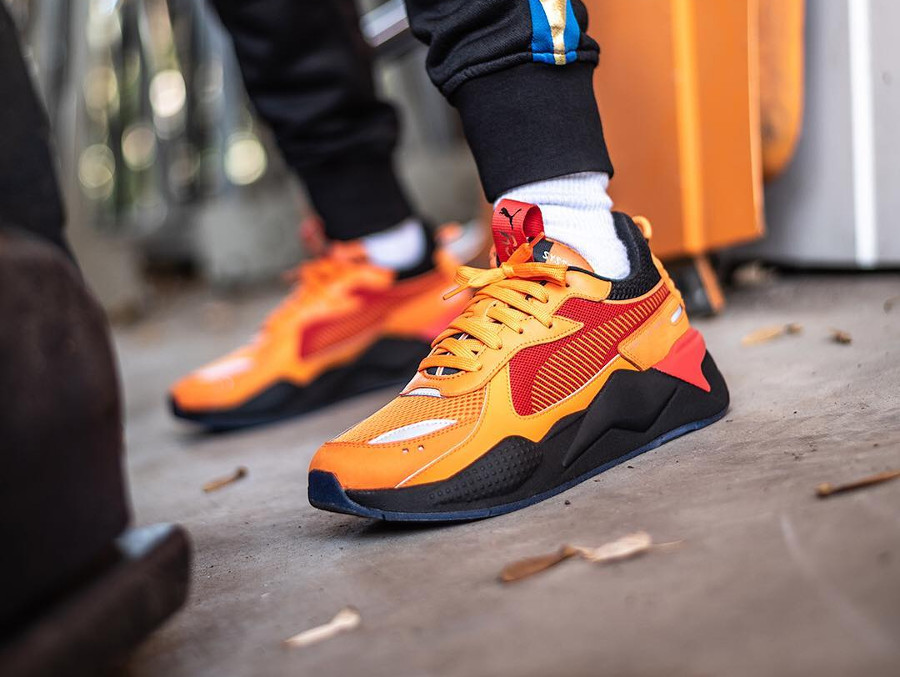 Hot Wheels x Puma RS-X Toys Camaro orange et roug on feet (5)